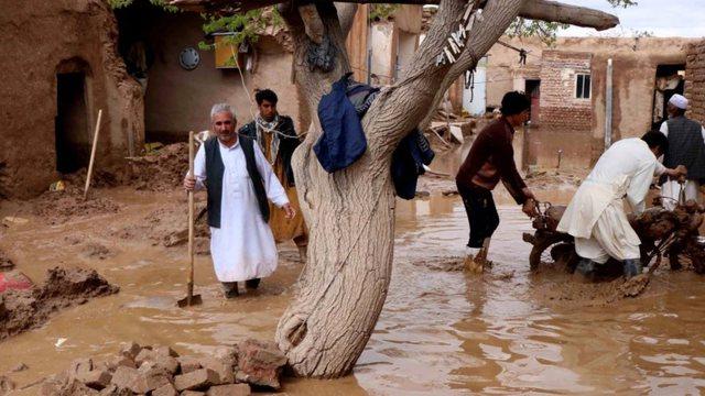 Shira të rrëmbyeshëm në Afganistan, humbin jetën 14