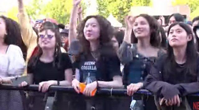 Kinezët pa maska ndjekin koncertin e parë pas pandemisë, i