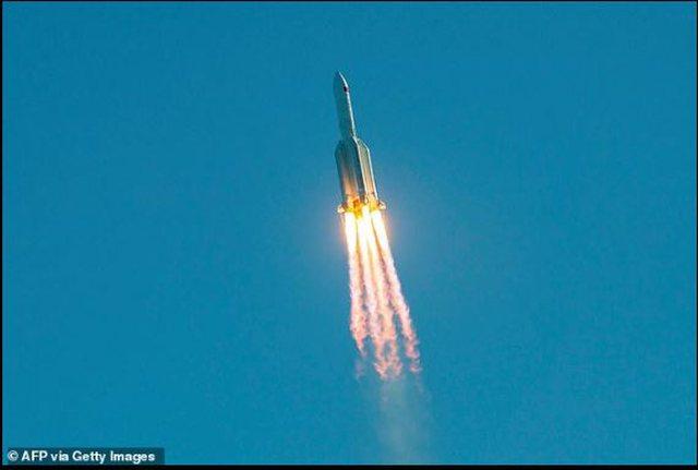 Raketa kineze del nga kontrolli, rrezikon të bjerë nga Nju-Jorku