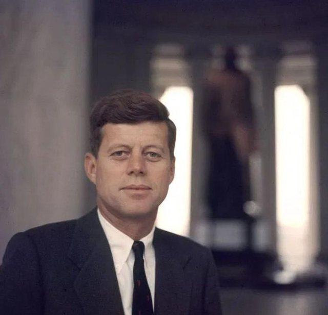 Publikohen letrat sekrete që presidenti John Kennedy i dërgonte