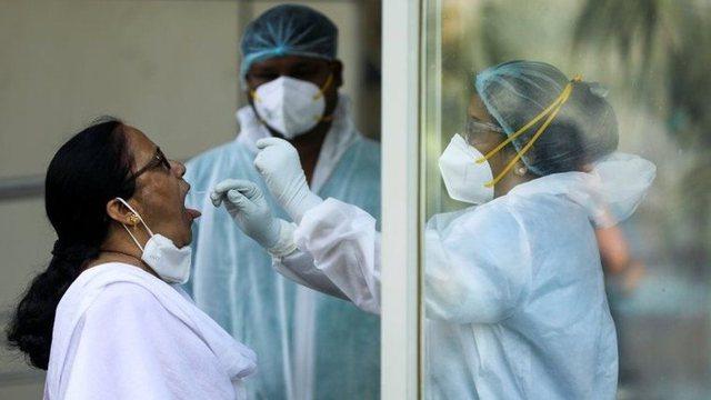 Varianti i koronavirusit në Indi alarmon shkencëtarët: Mund