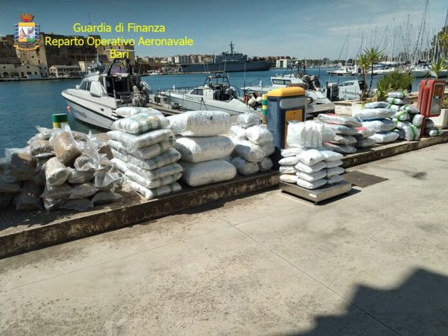 Gomonja ishte nisur nga Shqipëria/ Kapen 4 milion euro drogë në