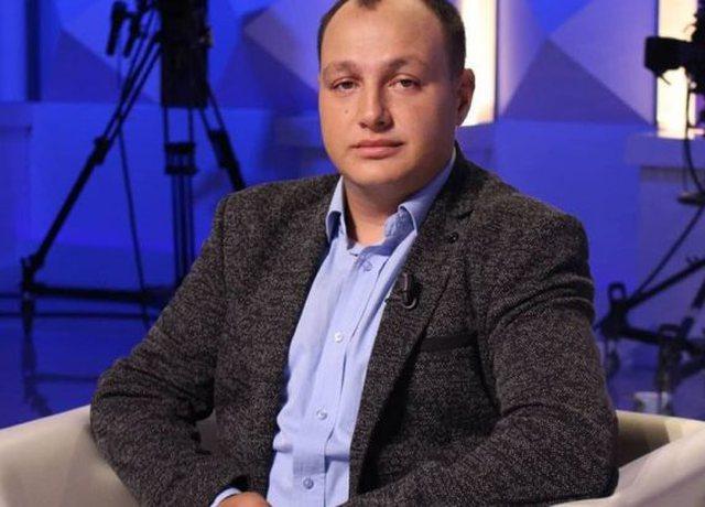 Kërcënohet gazetari vlonjat, Enrik Mehmeti?! Kërkon leje për