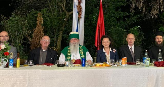 Ambasadorja amerikane iftar me përfaqësues të besimeve fetare