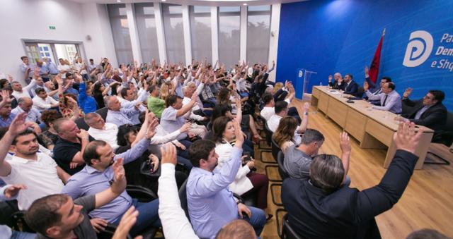 PD mbledh Këshillin Kombëtar, Basha përballet me rivalin dhe