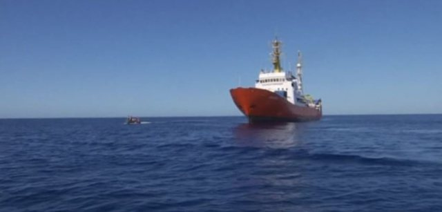 Mbytet anija me 19 persona në bord, mbijetojnë 2 gra