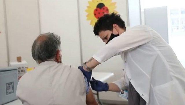 Rama nxjerr video nga vaksinimi i të moshuarve: Nuk do të ndalemi