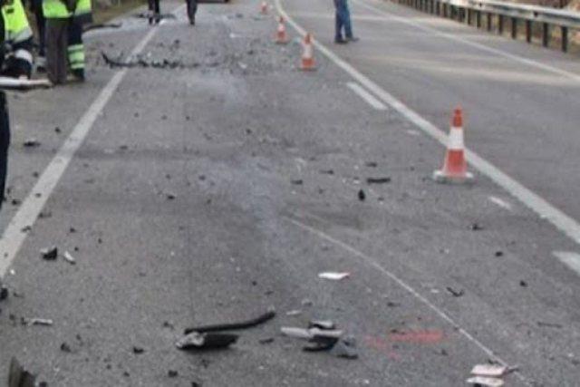 Dy aksidente në pak minuta në Tiranë, kamioni përplas