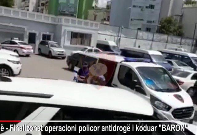 Del videoja/ U kap me 1 kg kokainë, momenti i arrestimit të policit