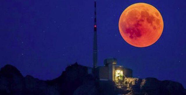 'Me sytë nga qielli', eklipsi i Hënës së