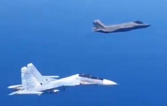 Tension në Balltik, bombarduesi rus Su-30 ndjek këmba-këmbës