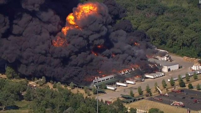 VIDEO/ Shpërthim i madh në SHBA, evakuohet popullsia