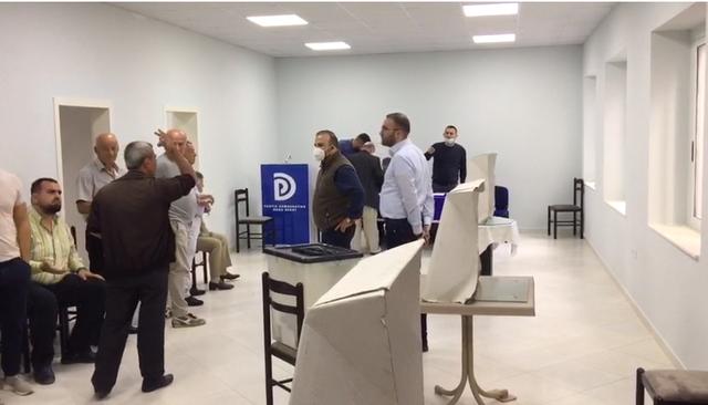 """""""Plas"""" skandali! Manipulimi i zgjedhjeve në PD, gazetarja voton"""