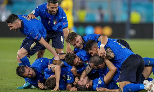 Italia shkëlqen, mposht Zvicrën bindshëm dhe kualifikohet në