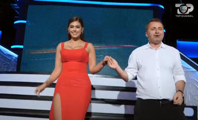 'Syri i keq', moderatorja shqiptare rrëzohet live në