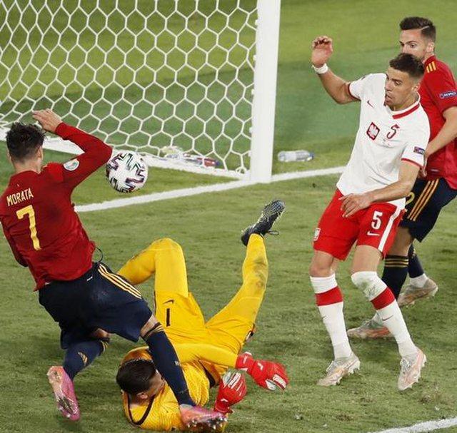 """Spanja rrezikon eleminimin, """"ngec"""" në barazim ndaj Polonisë"""