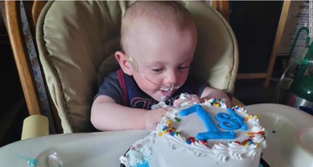 Mrekulli, lindi në muajin e pestë, foshnja feston 1 vjetorin e lindjes