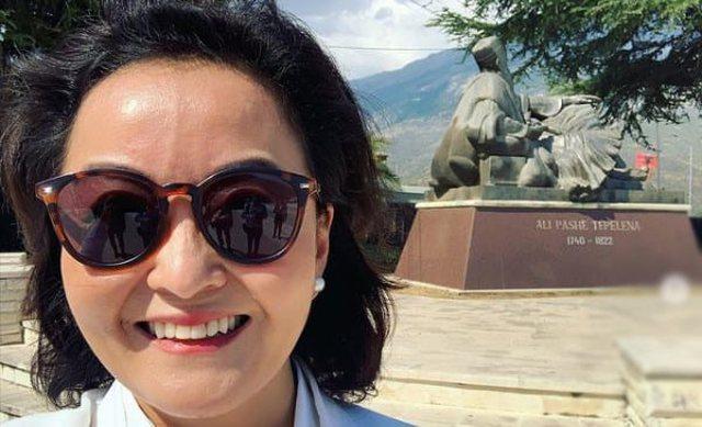 Yuri Kim pozon para bustit të Ali Pashës: S'mund të