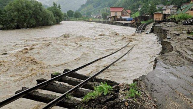 Rumania përfshihet nga përmbytjet, dy viktima