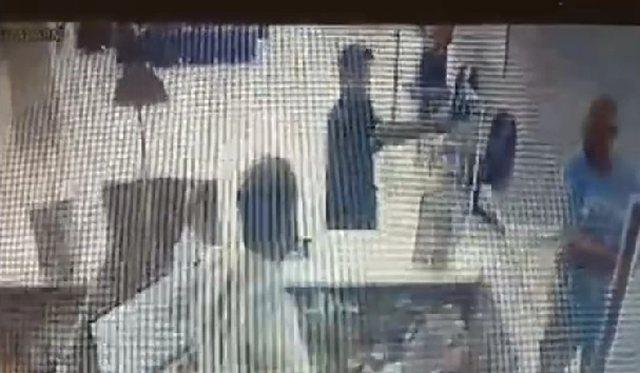 Shqiptari i arratisur grabit bankën në Greqi, publikohet videoja