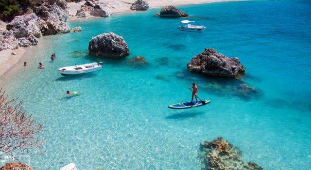 Lundronin me kanoe në det, 2 turistë të huaj rrezikuan të