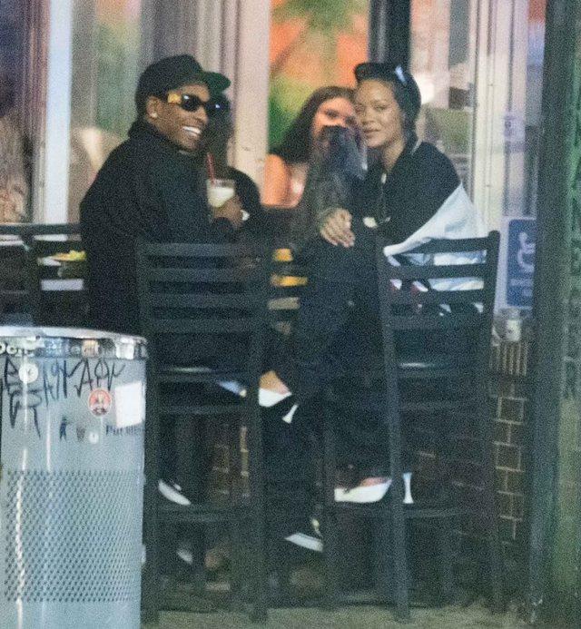 Të pandarë, Rihanna dhe ASAP Rocky nuk kanë pretendime, ulen