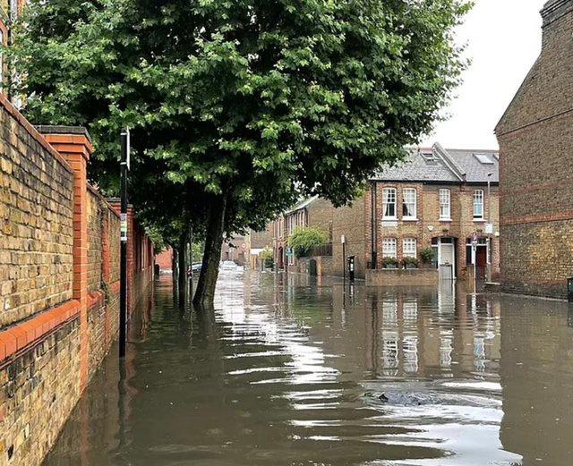 Përmbytje masive në Londër, në rrezik bizneset, ja
