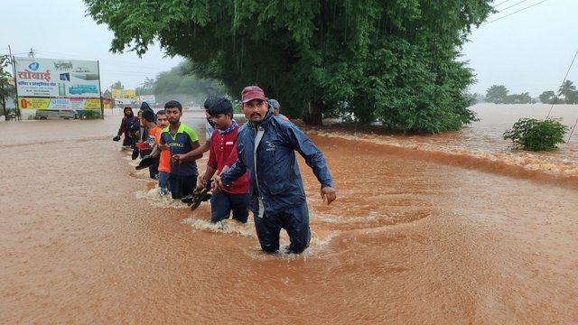Përmbytje masive në Indi, shkon në 136 numri i viktimave