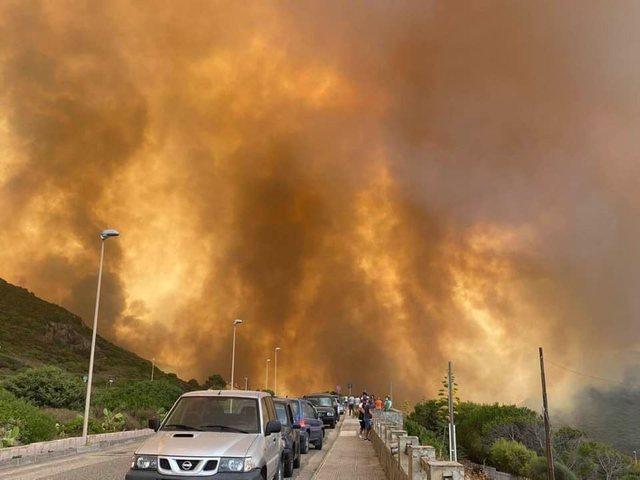 Prej ditësh nën pushtetin e zjarrit, Sardenja merr ndihmë edhe