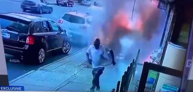 Po kalonte në trotuar, një shpërthim i papritur zjarri plagos
