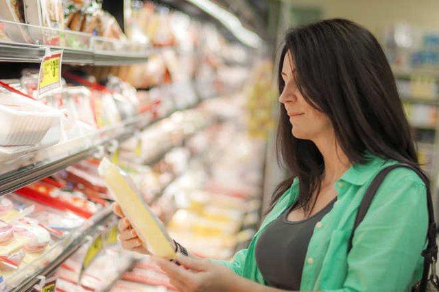 Ushqimet që duhen shmangur me çdo kusht në ditët e nxehta