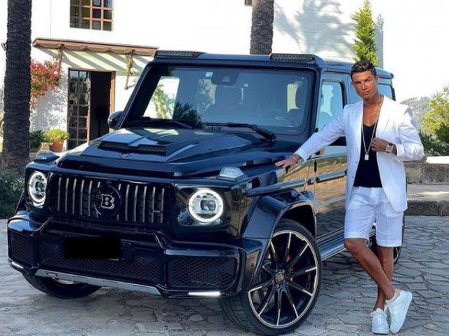 "Ronaldo prezanton ""bishën"" e tij të re"