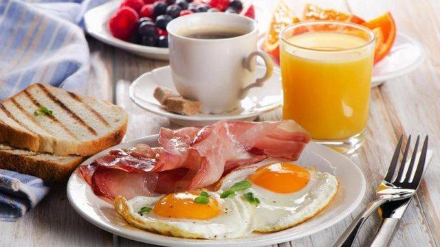 Konsumoni këto ushqime për kthimin e muskujve që humbin me