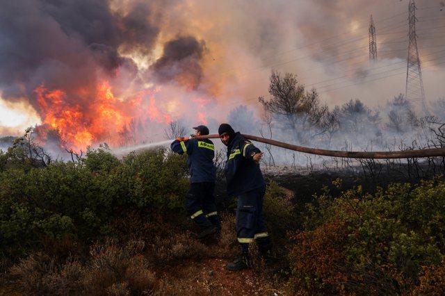 Zjarri në Greqi, autoritetet njoftojnë për grimca të