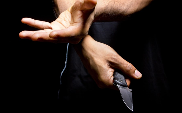 Tentativë grabitje në Durrës/ 27-vjeçari futet me