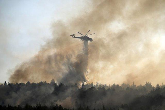 Përhapet në disa fshatra zjarri në Greqi, digjen 150 shtëpi,