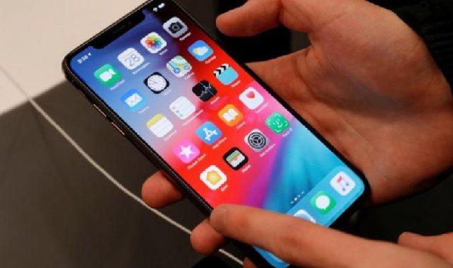 iPhone i mbijeton rënies mbi 3000 metra nga avioni