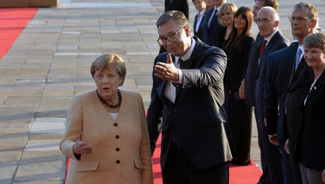 Merkel vizitë lamtumire në Serbi: E njoh mirë,