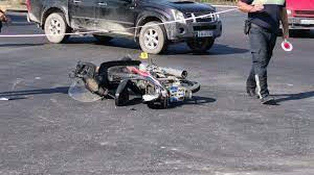 Aksident në Durrës, makina përplaset me motorin,