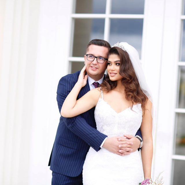 Dalin fotot e dasmës, deputeti shqiptar i jep fund beqarisë