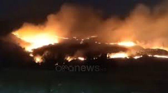 Zjarri përfshin kullotat në Gjirokastër, prej disa orësh