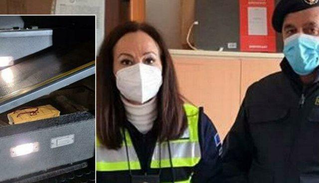 I kishte fshehur në shkallët e autobusit, policia i gjen shqiptarit 70