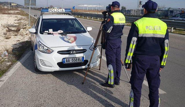 Shkelën rëndë rregullat e qarkullimit, policia rrugore arreston 2