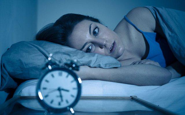 Rreziku serioz me të cilin përballeni kur zgjoheni shpesh në mes