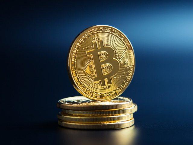 Bitcoin arrin në shifra marramendëse, shkëmbehet me 63 mijë