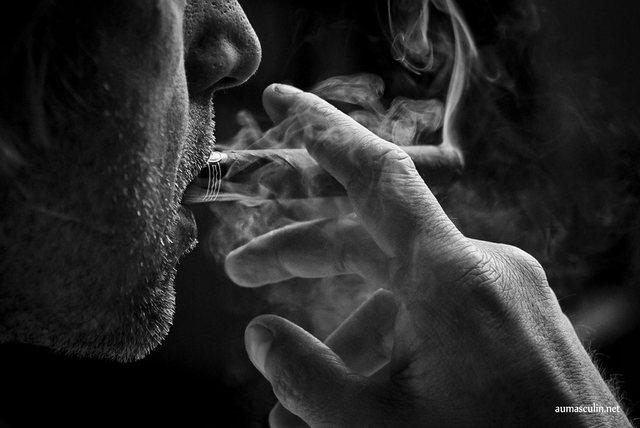 Pasi keni pirë duhan, konsumoni këto ushqime për të