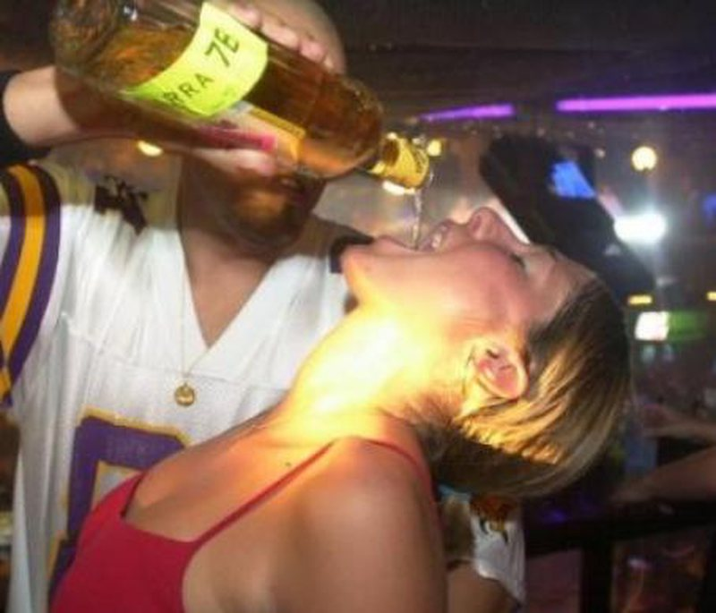Tronditëse/ Dhjetëra persona vdesin nga pija ilegale alkoolike