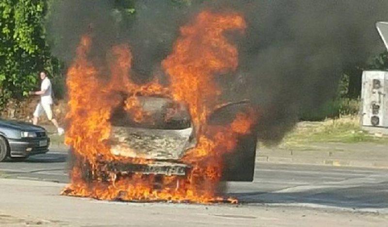Digjet automjeti i vjedhur në Himarë/ Zjarri dyshohet të