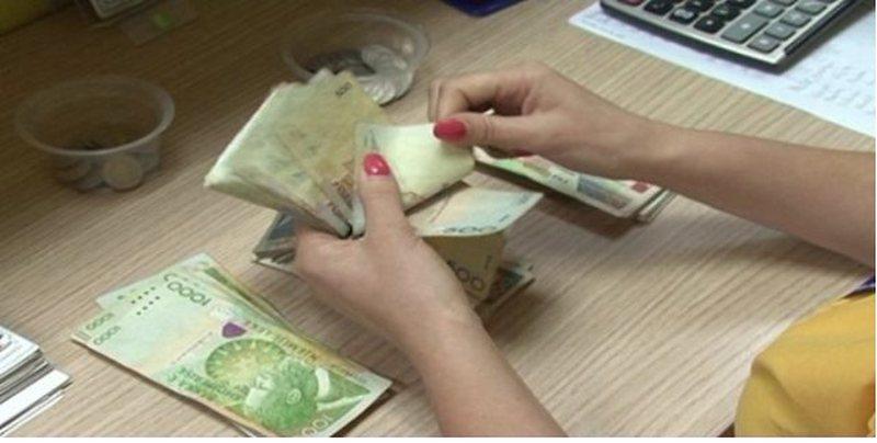 Viti 2020 varfëroi shqiptarët, të ardhurat 300 dollarë