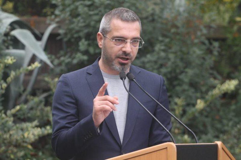 Saimir Tahiri shpërndan postimin e Berishës: Vetëm ky nuk më